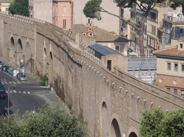 Roma si staccano frammenti dalle mura del passetto di for Europeo arredamenti mosciano sant angelo