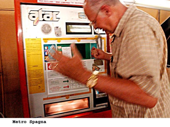 Atac, la beffa del rimborso biglietti  Utenti in fila coi grandi creditori