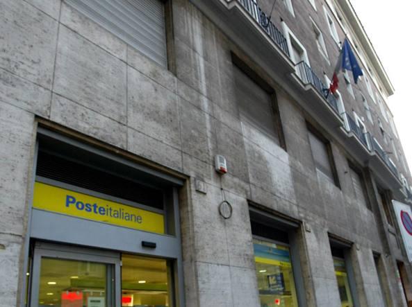 Ufficio In Fiamme : Roma principio dincendio in ufficio evacuato palazzo di via della
