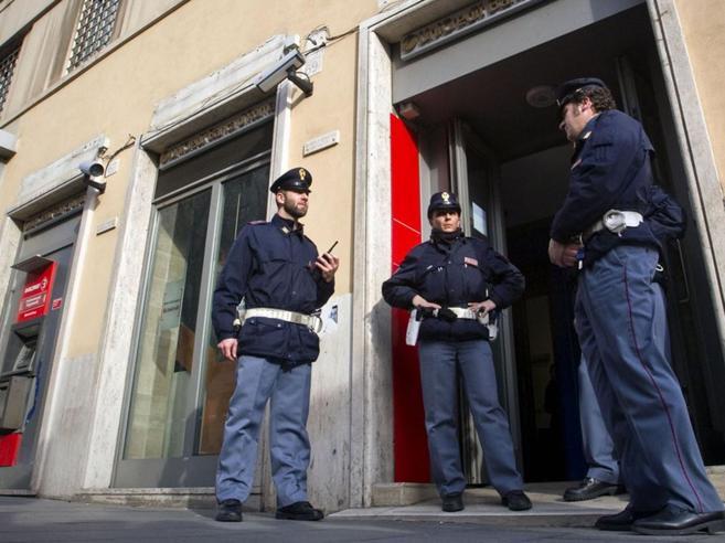 Rapina in banca a Roma:  il direttore è colto da maloree i
