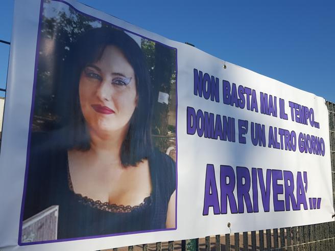 Rabbia e dolore ai funerali di Tanina Momilia uccisa dal personal trainer