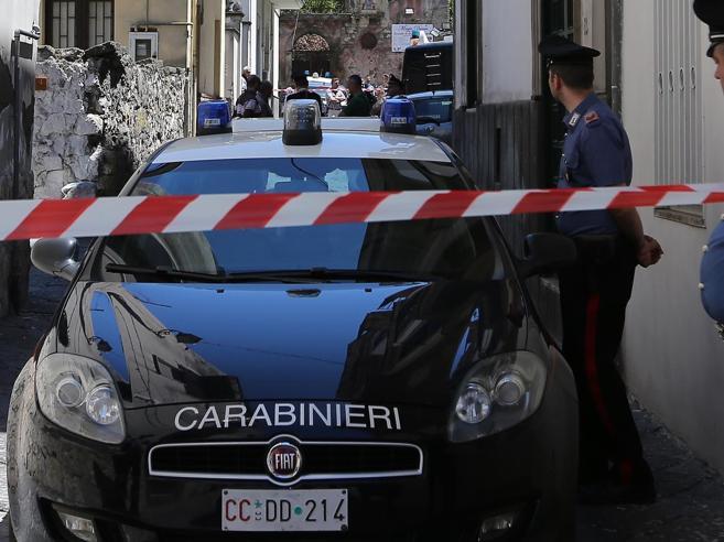 Roma, si arrampica sull'armadio Bimbo di 6 anni travolto e ucciso