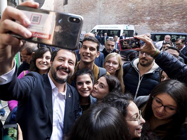 """«Ho detto """"Buffone""""a  Salvini: portatain commissariato e denunciata»"""