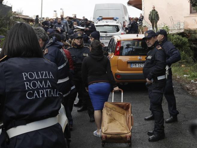 Ville Casamonica abbattute, tensioni e proteste del clan: «D