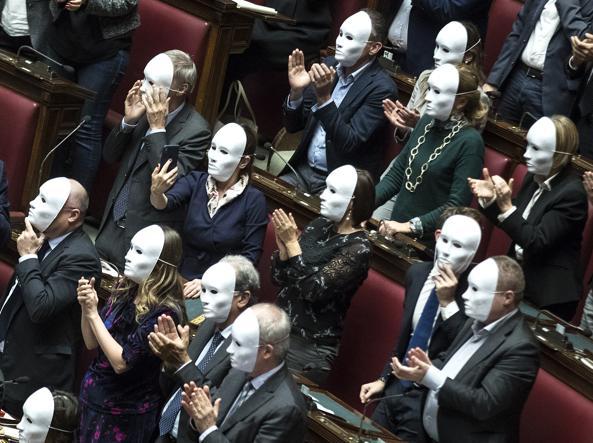Governo le spine della maggioranza che usa l aula come for Ieri alla camera dei deputati