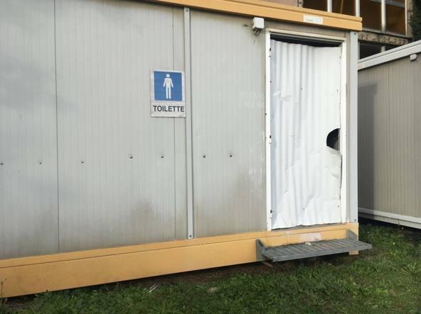 Cimitero di prima porta il bagno dei disabili sfondato e