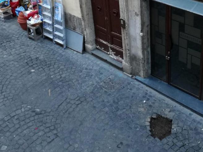 Roma, rubate 20 «pietre d'inciampo» in memoria degli ebrei deportati