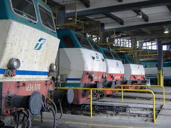 Amianto in un deposito di treni  «Ho un tumore,  denuncio le Fs»
