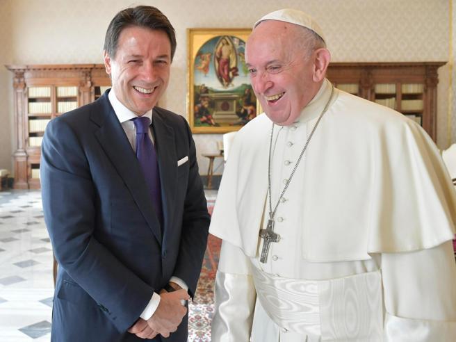 Conte  va in visita privata dal Papa. E gli regala la Divi