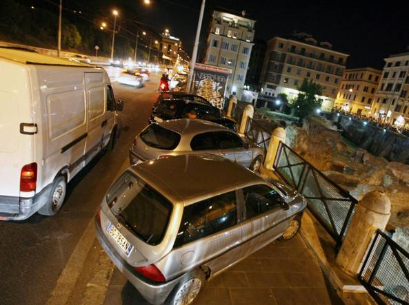 Colosseo, spinto da un prostituto gay:  in fin di vita messicano 29enne