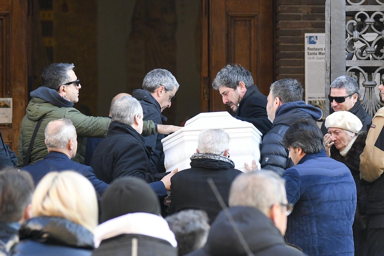 Roma, il funerale di Camilla la bimba di 9 anni morta sugli sci -  Corriere.it