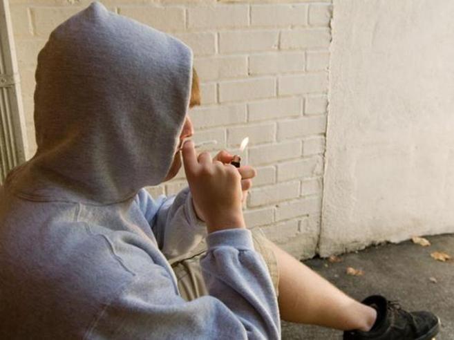 Alcol, sigarette, gioco d'azzardo: accesso quasi libero ai minorenni