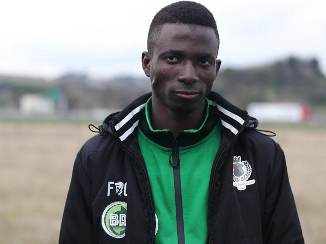 Cara Castelnuovo, tra i migranti da trasferire anche  idolo del calcio