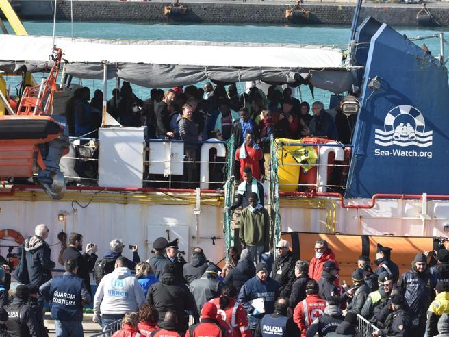 «Migranti,  Ong creano stato di pericolo» Così il Viminale vuole bloccarle: il piano