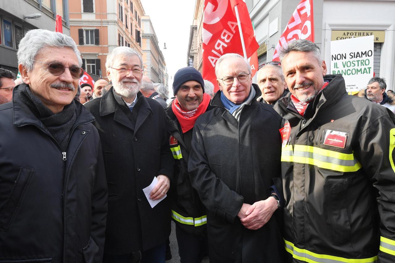 Risultati immagini per Epifani, Cofferati e D'Alema manifestazione sabato 9 febbraio 2019 immagini