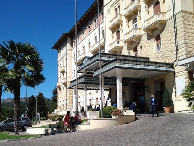 Fiuggi, storico Palazzo della Fonte  venduto al gruppo Forte VillageNell'hotel che ospitò re e regine