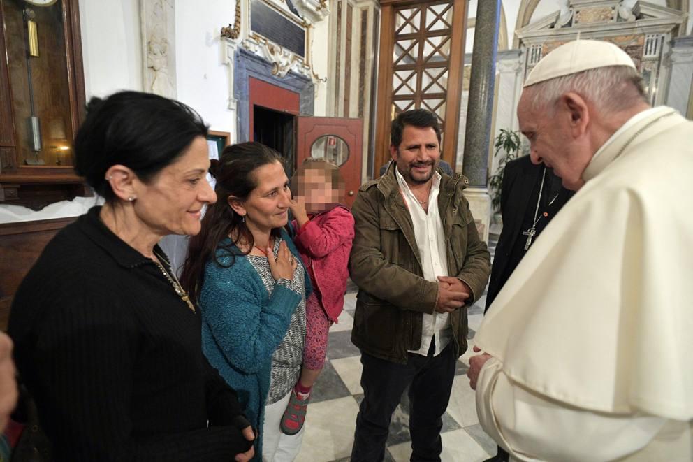 Risultati immagini per rom casal bruciato papa francesco