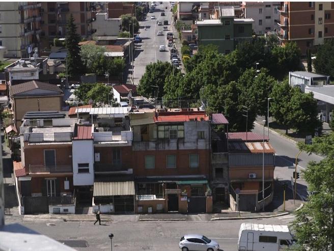 Torre Maura, il quartiere dove anche chi vota Pd è  contro i rom