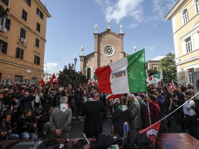 Corteo non autorizzato di Forza Nuova La polizia ferma il leader Roberto Fiore
