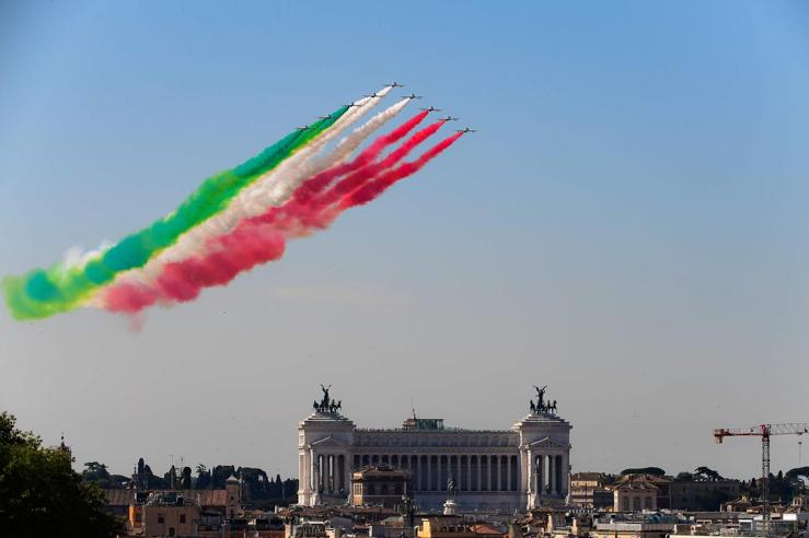 2 giugno: Mattarella all'Altare della Patria, la parata e le Frecce Tricolori Foto Video