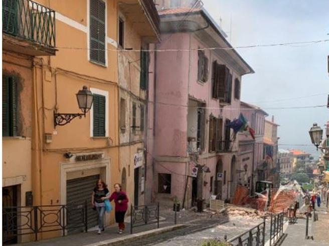 Rocca di Papa, esplosione al Comune:  tre bambini tra i 16 feriti