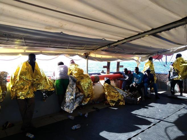 «Garanzie per la nave e carburante»: la sfida dei volontari al Viminale