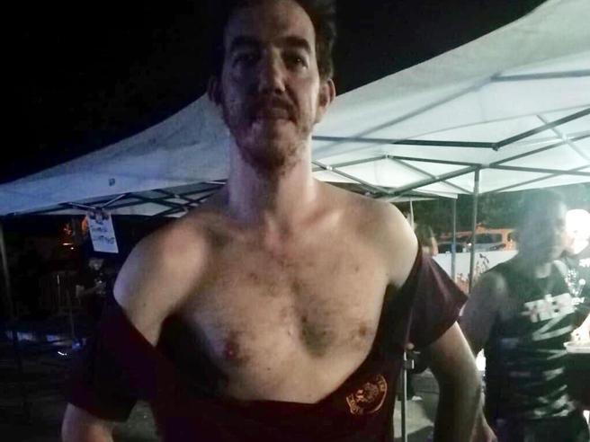 Picchiato  33enne con la maglietta del Cinema America