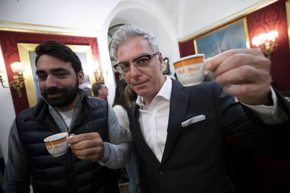 Politici e intellettuali, un caffè «solidale» contro lo ...