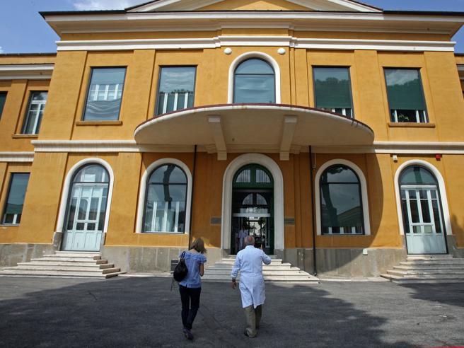 Meningite: due casi a Ostia, pazienti trasferiti allo Spallanzani di Roma