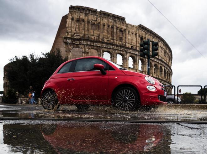 Scuole chiuse a Roma e Napoli per il maltempo, neve a Milano: è la tempesta di Santa Lucia