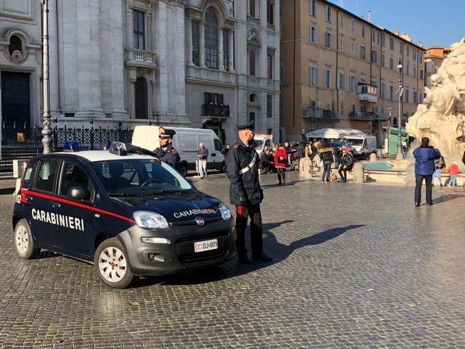 Rischia di soffocare, neonata salvata dal carabiniere eroe