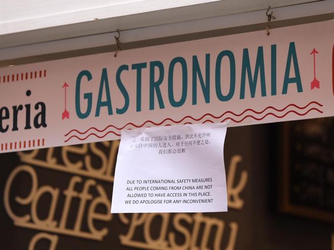 Coronavirus a Roma, bar in via del Lavatore: «Ingresso vietato a chi arriva dalla Cina»