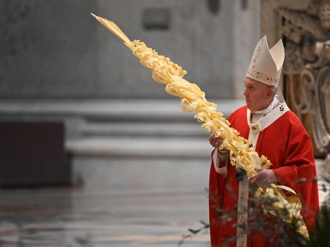 Il Papa: «Non siamo soli nel dolore Dio non ci abbandona mai»
