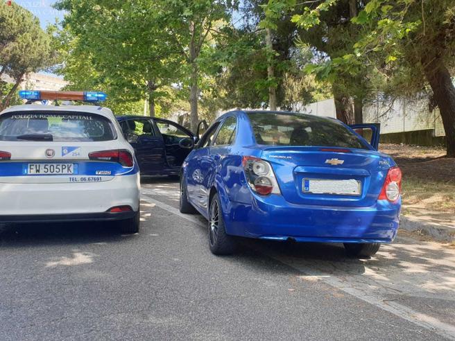 Roma, gira e posta video con gravi infrazioni stradali: fermato giovane