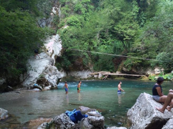 San Benedetto, ora un ticket per vedere il laghetto «caraibico»