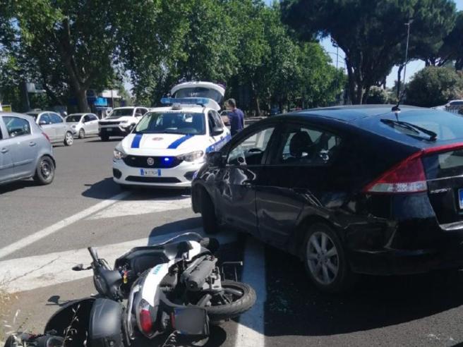 Gianluigi Paragone, incidente in moto a Roma per l'ex senatore 5S
