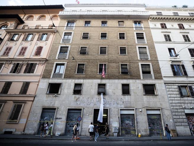 Casapound, notifica di sequestro per la sede storica di Roma