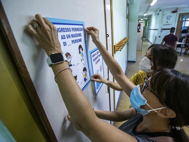 Distanze e segnaletica anti-Covid, all'Appio task-force genitori e docenti