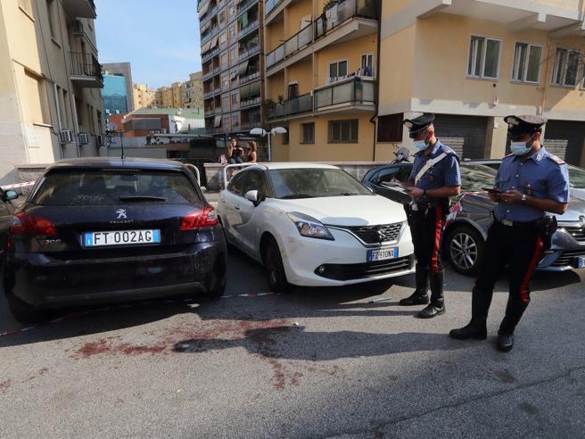 Roma, accoltellato e ucciso dopo una lite: un sospettato sotto torchio