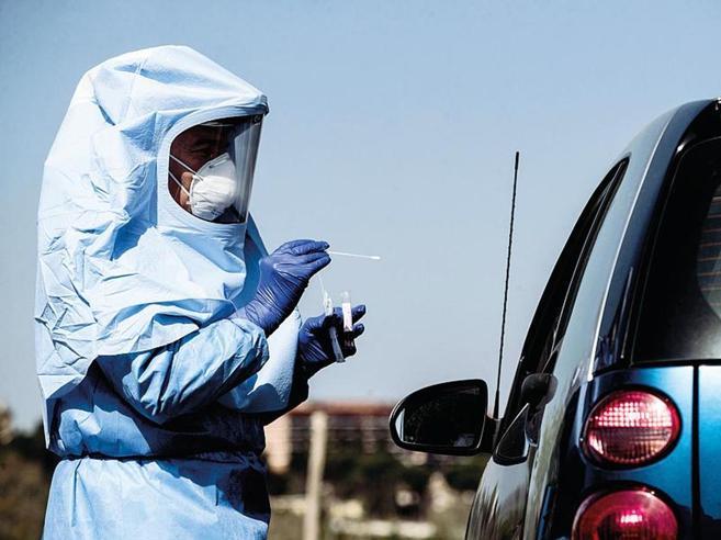 Virus, al via i test salivari per 800 mila studenti. Lunedì parte il progetto