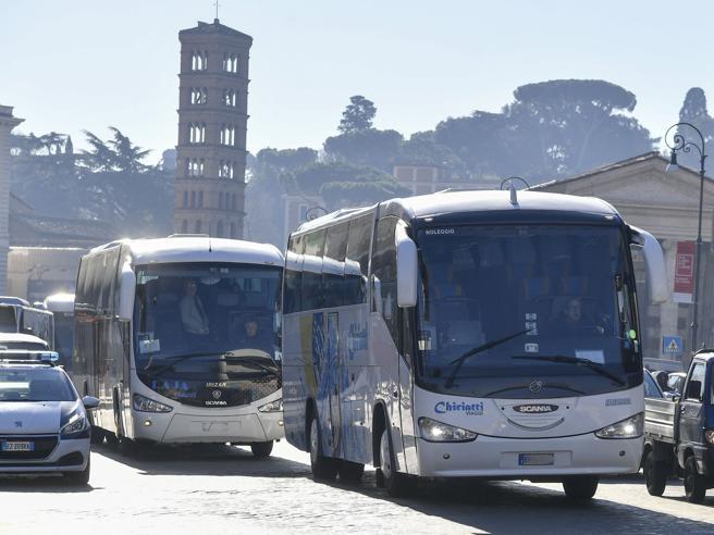 Roma, bus turistici: il Tar condanna il silenzio del Comune
