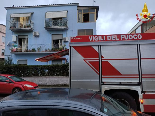 Latina, incendio in una palazzina, un morto e due intossicati