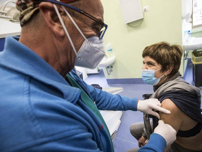 Vaccini Covid Lazio, D'Amato: «Senza altre dosi chiudiamo i 120 hub»