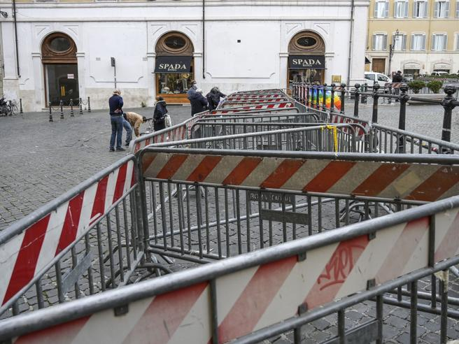Manifestazione «IoApro» a Roma non autorizzata, 13 identificati. Cambio di piazza: ora San Silvestro