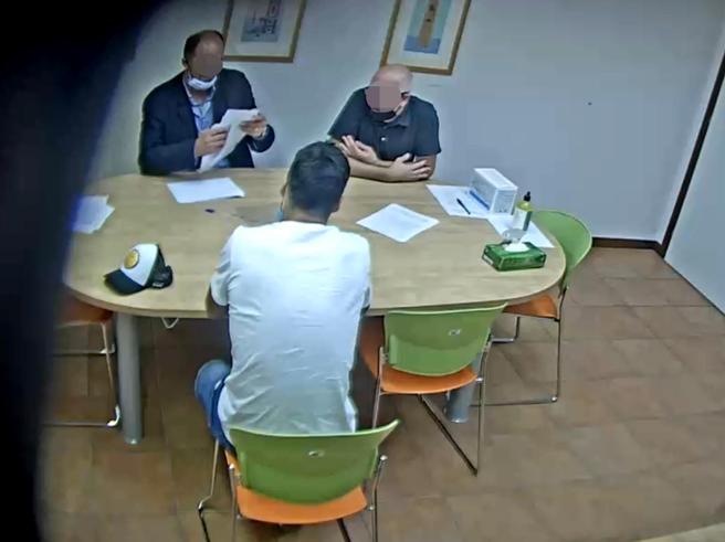 Luis Suarez e l'esame d'italiano farsa, i pm: in quattro a processo