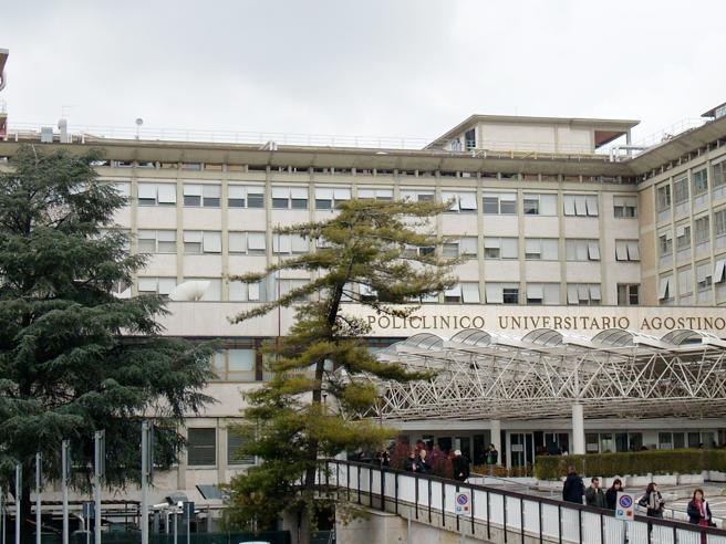 Tumore ovarico: nel Lazio 700 casi l'anno, nuove cure e test genetici