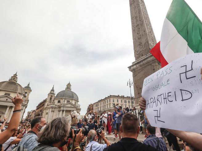 Flop del  il sit-in di IoApro: pochi in piazza del Popolo  per dire  no al Green pass: «Non siamo no vax, qui per la libertà»