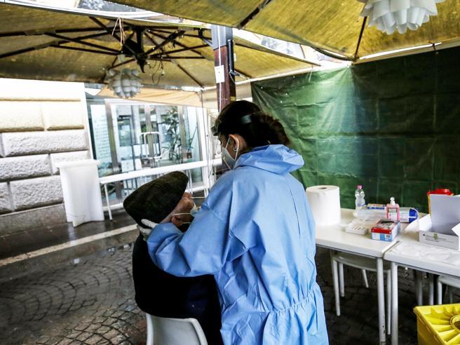 Latina, focolaio Covid in un camping a Fondi: 9 contagi. Struttura chiusaParte lo screening su 560 persone