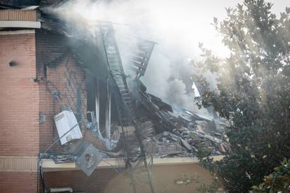 Rome, Torre Angela, catches fire and a building collapses on it: three wounded and one