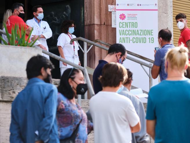 Covid e vaccini, nel Lazio sospesi 186 infermieri e 15 medici no vax